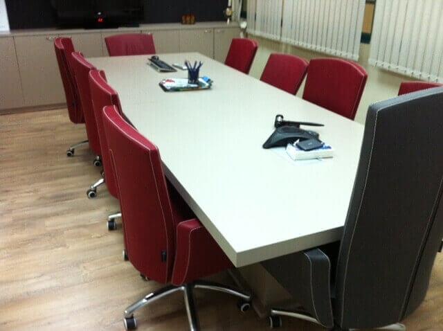 שולחן ישיבות דגם BAS