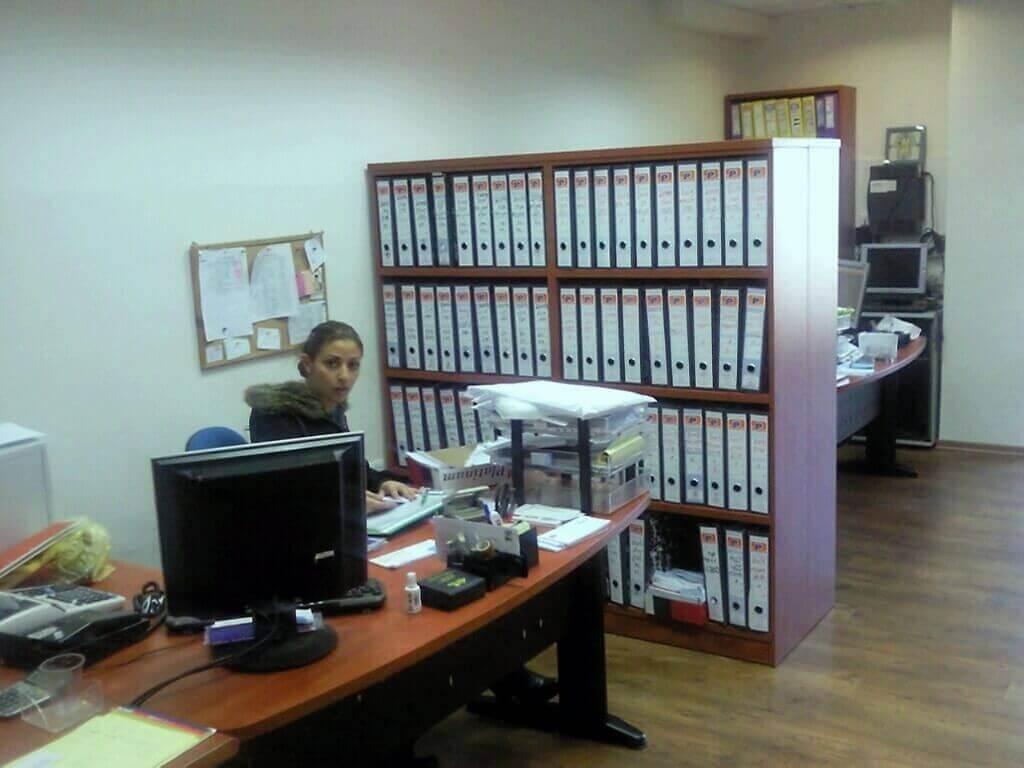 מחיצה למשרד מעץ דגם KI