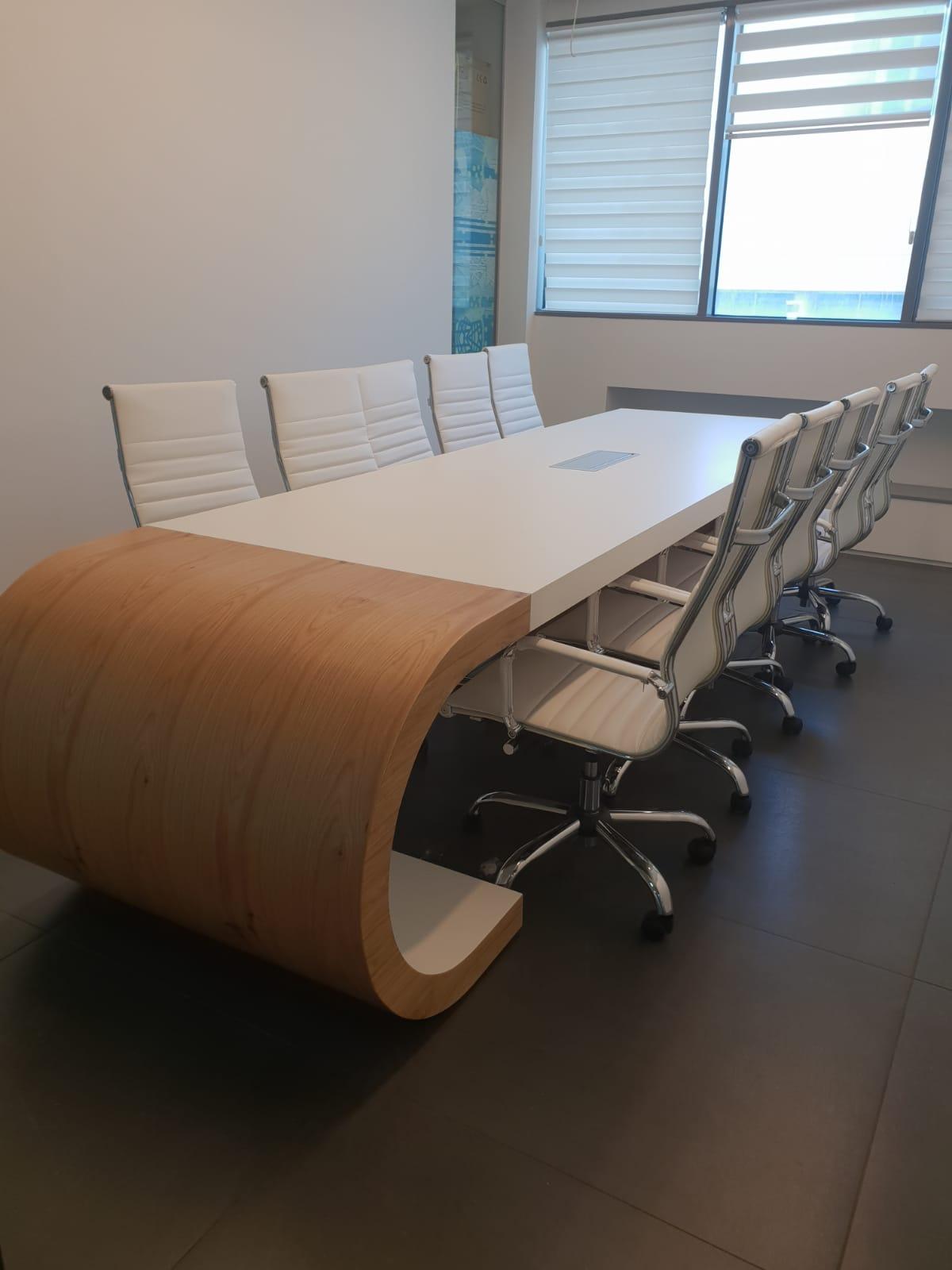 שולחן ישיבות איכותי